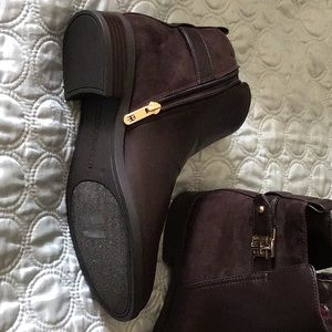 Tommy Hilfilger Brown Booties, excellent condition